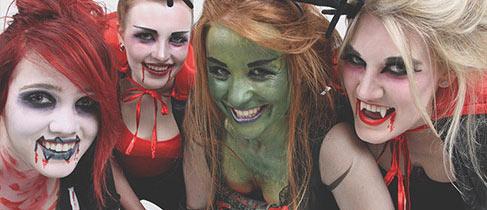 Klischeehafte Kostüme Damen