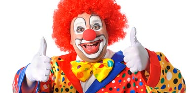 Mann im Clown Kostüm