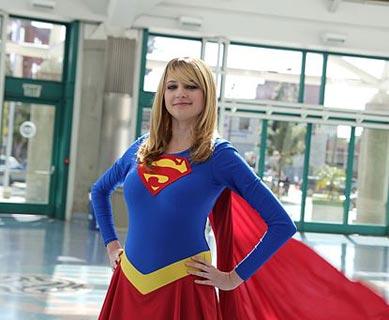 Supergirl Kostüm bei der Comic Con