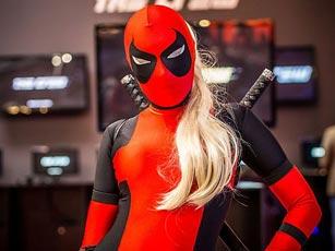 Deadpool Kostüm bei Igromir 2013