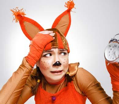 Junges Mädchen im Eichhörnchen Kostüm