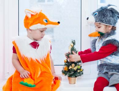 Fuchs Kostüm neben Kind im Kostüm