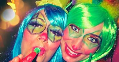 Lustige Kostüme im Stil von 2 Clowns