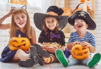 3 Kinder im Piratenkostüm
