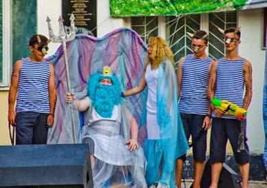 Poseidon Kostüm mit Seemännern