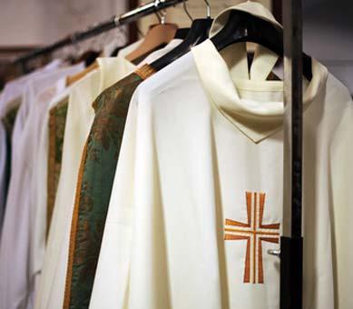 Priester Kostüm der katholischen Kirche