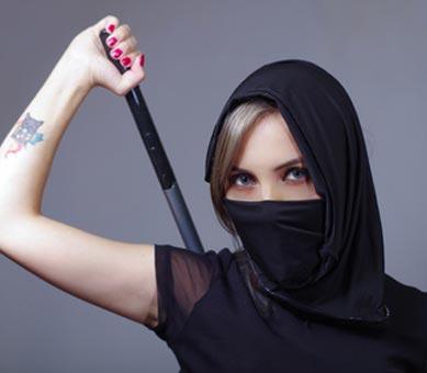 Verhülltes Samurai Kostüm mit Katana