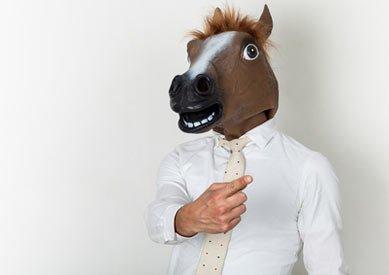 Tierkostüm Pferdemaske im Business-Style