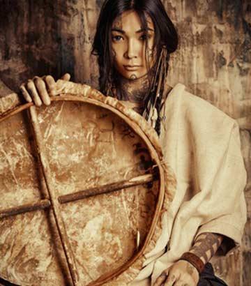 Western Kostüme im Stil einer Indianerin